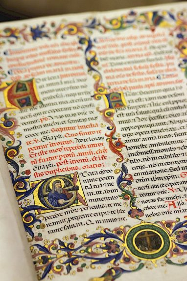 A very fine illuminated manuscript on display at Biblioteca Capitolare di Pescia